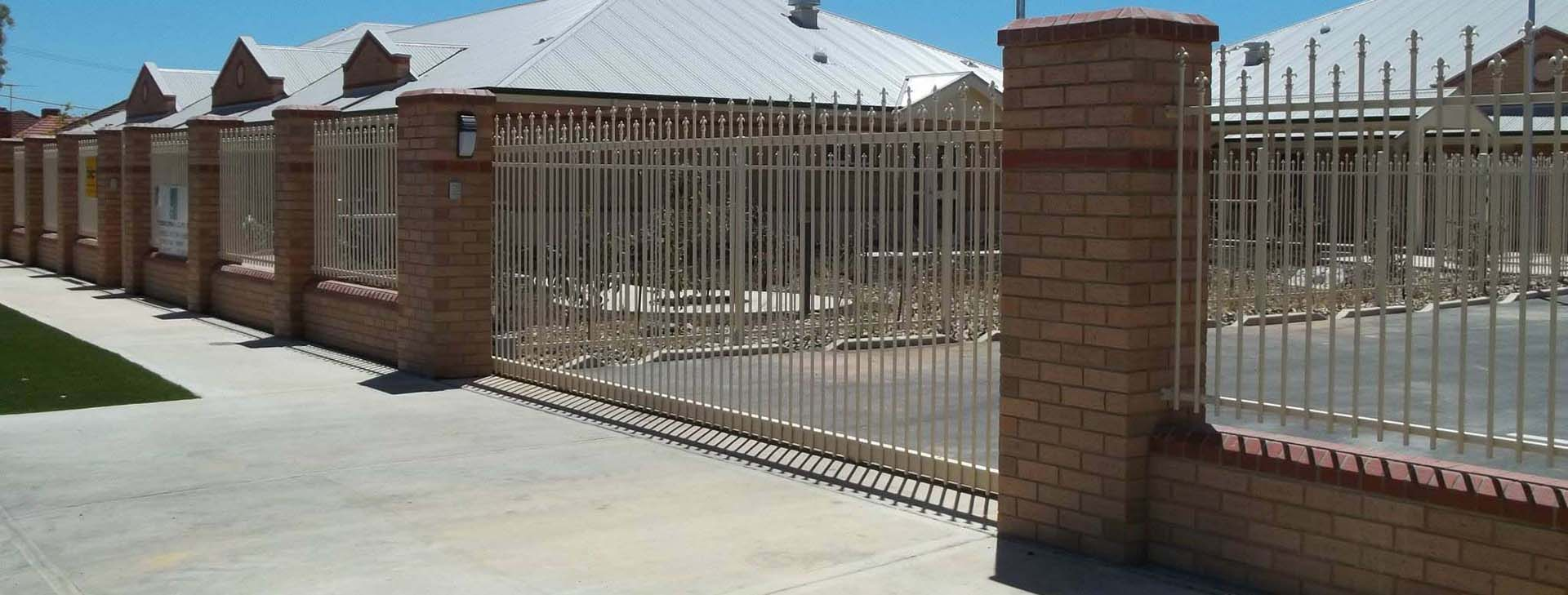 Commercial fencing of properties in Adelaide